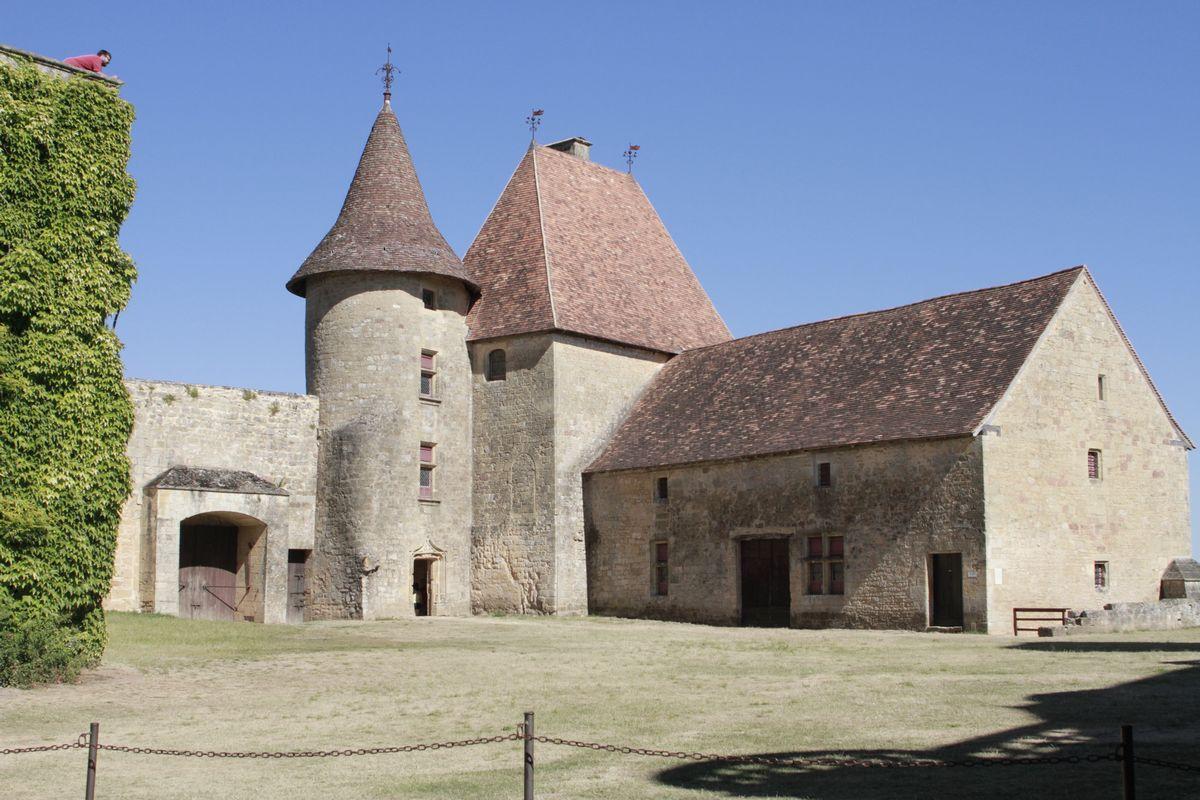 chateau de bridoire 12 km