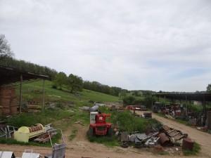 Espace à dégager vu depuis la grange existante