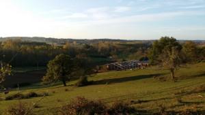 Vue depuis le haut de la colline, dans la verdure