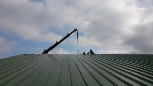 Couleurs de toit et de ciel confondues.